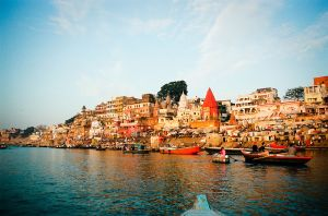 1024px-Ganges_River_bank_in_Varanasi